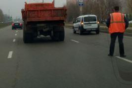 В Брянске на Станке Димитрова столкнулись КамАЗ и легковушка