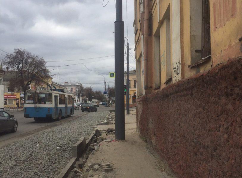 В Брянске на улице Калинина пожертвовали тротуаром ради расширения проезжей части