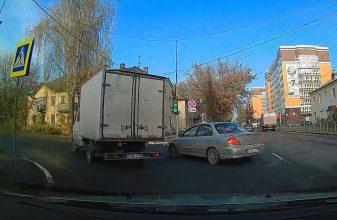В Брянске сняли на видео опасные маневры водителя-лихача