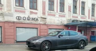 В Брянске сфотографировали автохама на Maserati
