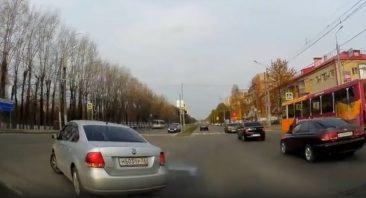 В Брянский сняли на видео рисковый маневр «Фольксвагена»