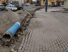 В Брянске заменили угрожавший пешеходам столб на Калинина
