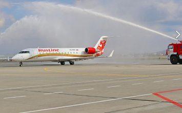 Самолет из Брянска встретили в Минводах водной аркой