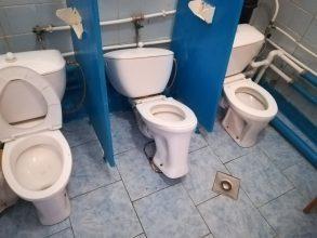 В Брянске заведующая детсадом «Юбилейный» узнала о разбитых туалетах от журналистов
