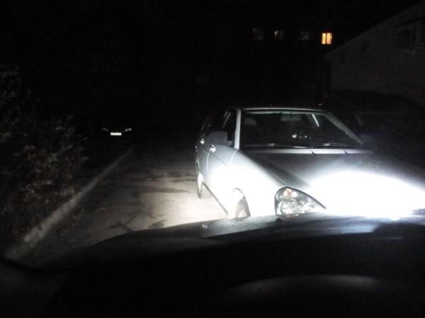 В Брянске на Пушкина «мастер» парковки перекрыл выезд со двора