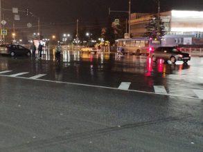 В Брянске на набережной водитель ВАЗ сломал женщине ногу