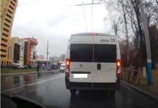 В Брянске наказали водителя маршрутки № 35 за проезд на красный