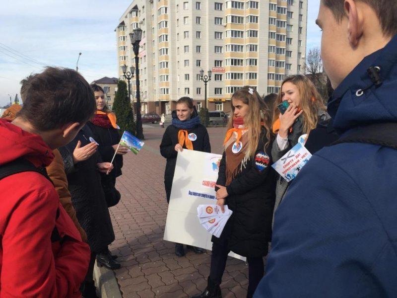 В Клинцах волонтеры и библиотекари устроили уличную акцию