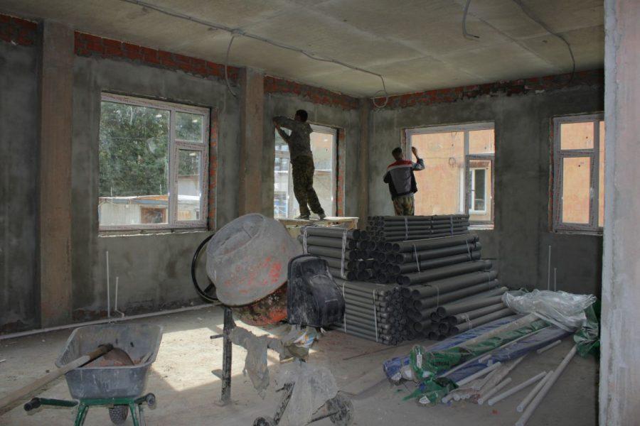 В Фокинском районе Брянска достраивают детскую поликлинику