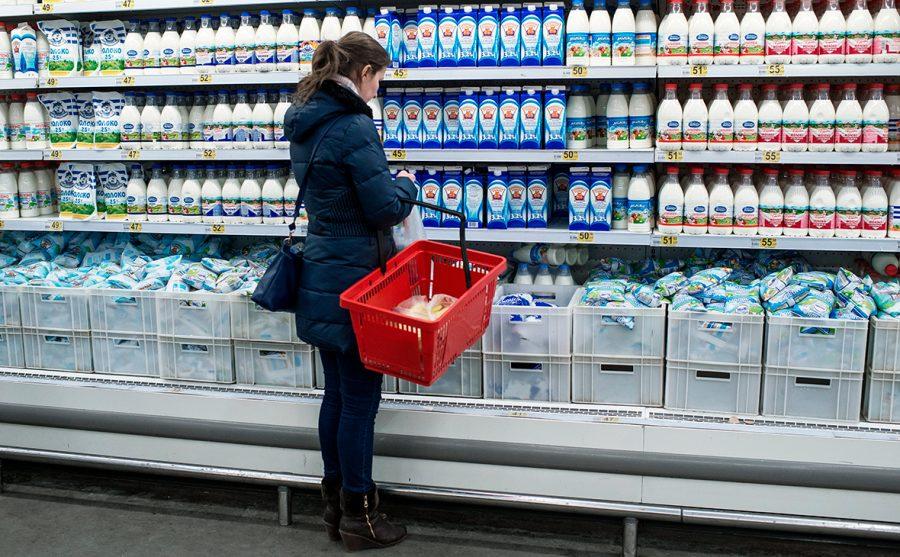 Эксперт удивился бутылке кефира в 100 рублей в брянском магазине