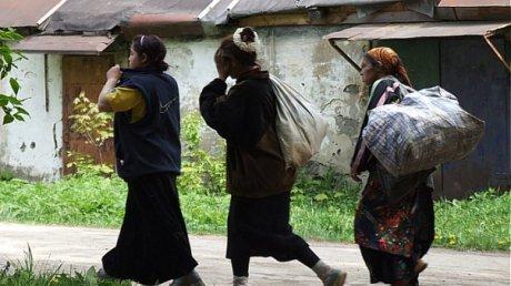 В Клинцах цыганка обокрала 84-летнюю старушку