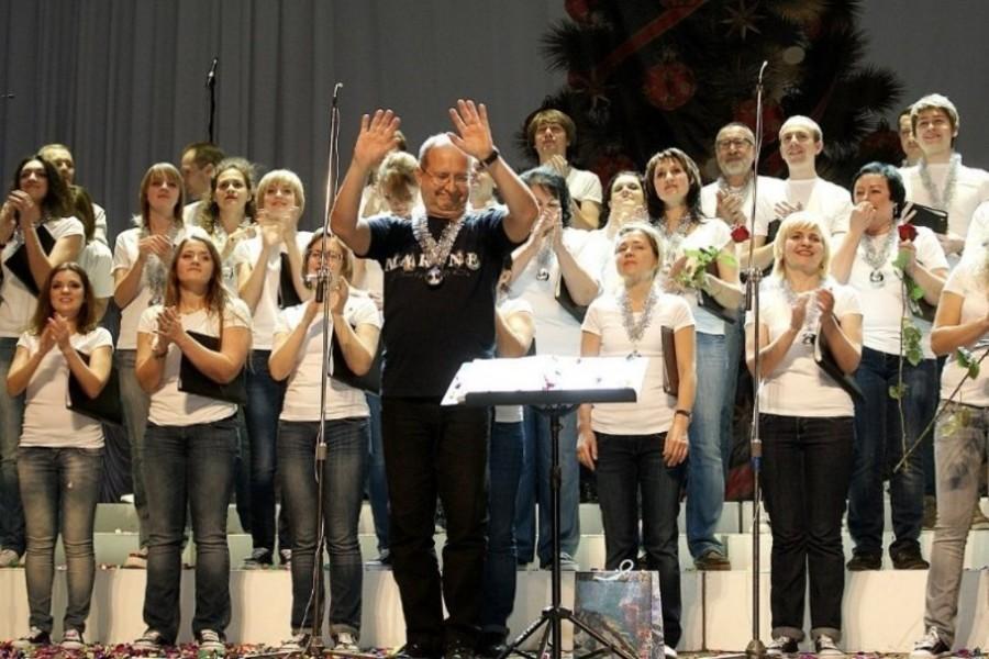 Брянцев позвали проводить 2019 год концертом хора Марио Бустилло