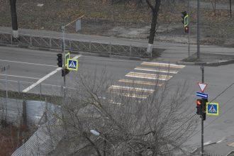 В Брянске заметили исчезающую разметку на улице Советской