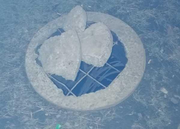 В Брянске заметили опасную ловушку возле остановки «Мясокомбинат»