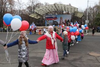 В Клинцах День народного единства отметили хороводом