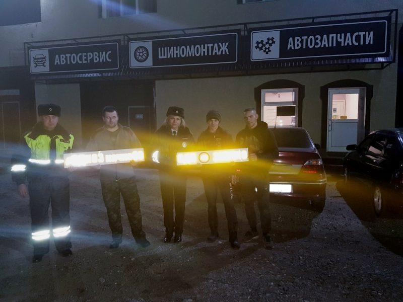 Брянские сотрудники ГИБДД устроили фотосессию в автосервисе