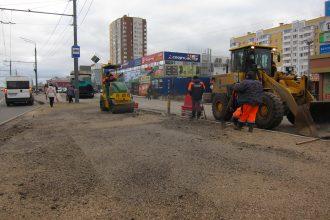 В Брянске власти потребовали убрать закрывающие светофор знаки