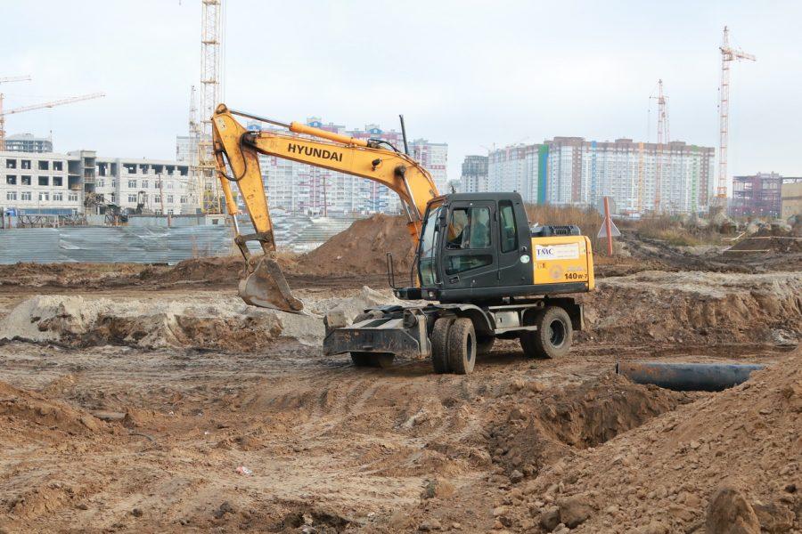 В Брянске на улице Советской строят ливневку
