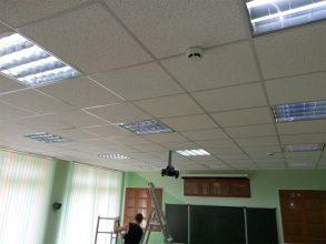 В обрушении потолка в школе №33 разбираются брянские чиновники