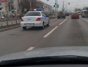В Брянске заметили машину ДПС с гражданскими номерами