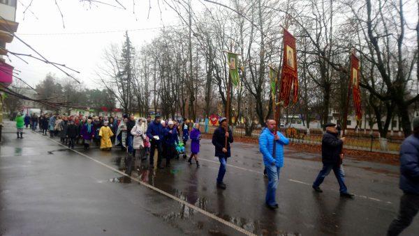 Жители Сельцо прошли по городу крестным ходом