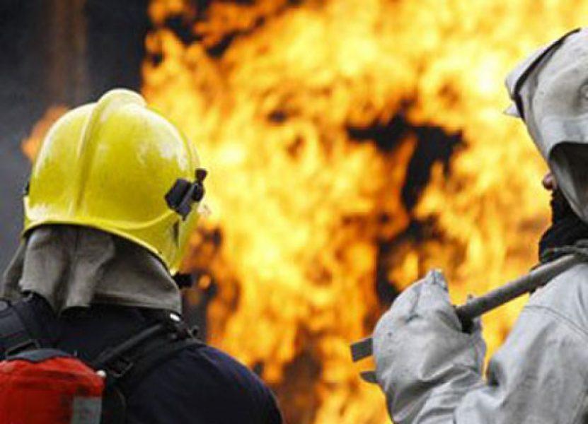 В брянском посёлке Навля загорелся дом