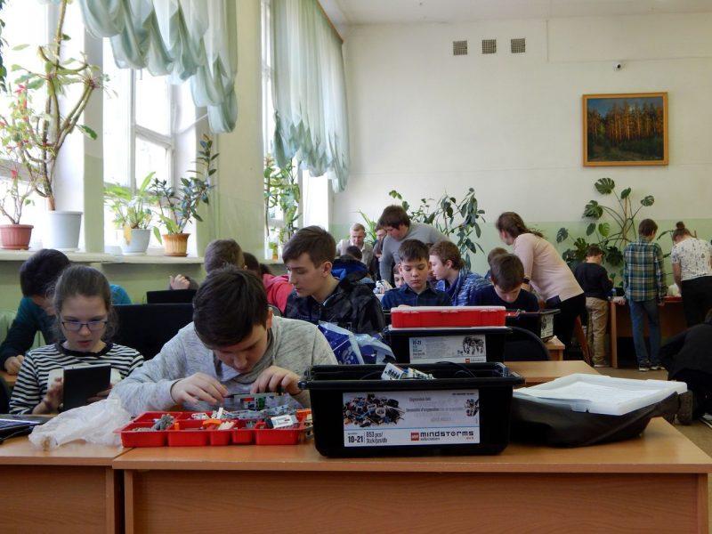 Брянским школьникам хотят добавить времени на занятия робототехникой