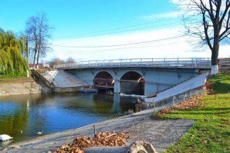 В Новозыбкове возобновили затянувшийся ремонт моста