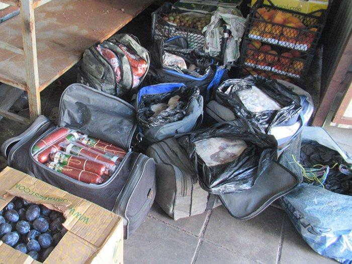 В Брянске с пассажирских поездов сняли тонны продуктов