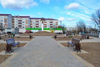 В Новозыбкове при реконструкции сквера сэкономили 2 скамейки