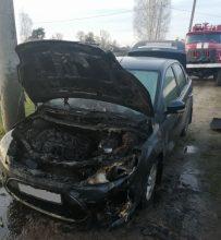 В поселке Ивот сгорела легковушка