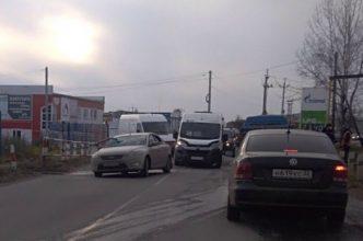 В Брянске ищут очевидцев ДТП с протаранившей шлагбаум легковушкой