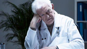 Брянский губернатор призвал пожилых врачей не жадничать