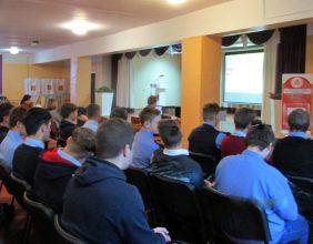 В Брянске следователи напугали студентов
