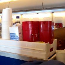 Пассажирам авиарейса в Таиланд разливали брянское молоко