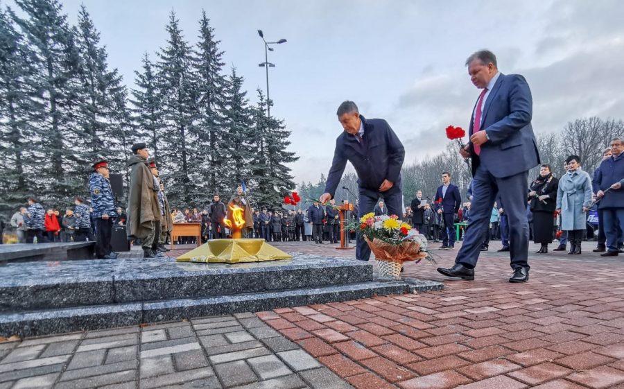 В Брянске прошло официальное открытие памятника воинам-водителям