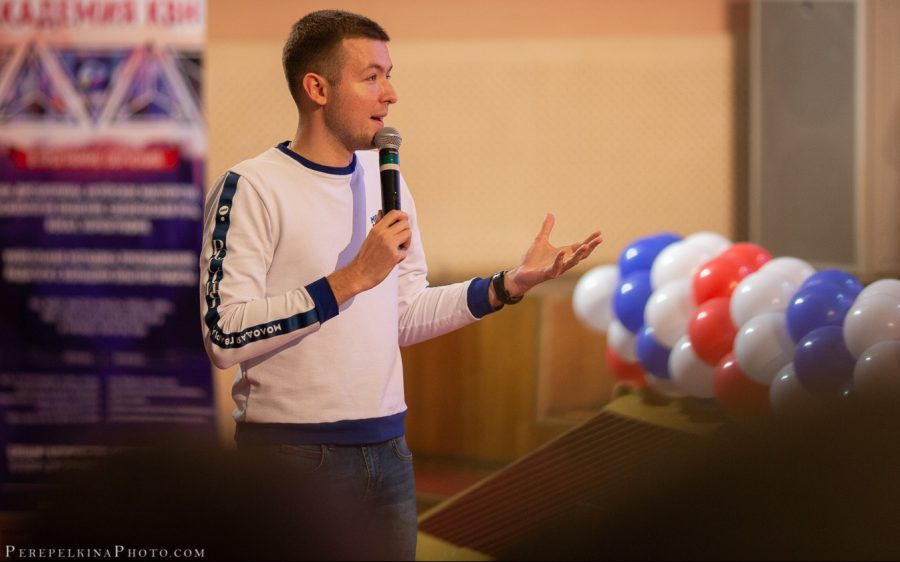 Молодого брянского депутата Концевого побрили в армию