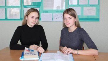 В Комаричах 10 одаренных школьников получили именные стипендии
