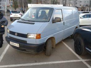 В Брянске сфотографировали хаос на парковке ТРЦ «БУМ сити»