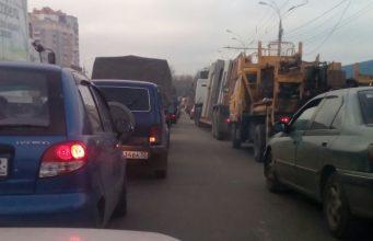 В Брянске на Первомайском мосту собирается гигантская пробка