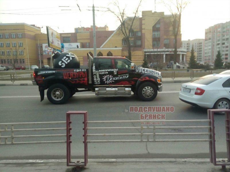 В Брянске владельца автомобиля оштрафовали за рекламу стриптиза