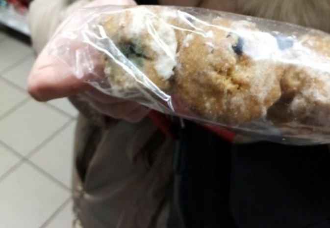 В брянском магазине нашли кулич в сахарном сиропе со вкусом плесени