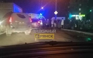 В Брянске возле остановки сбили человека