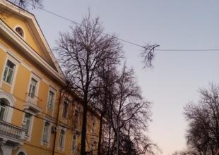 В Брянске на улице Горького над автомобилистами нависла опасность
