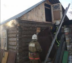 В Брянске на улице Герцена загорелась частная баня