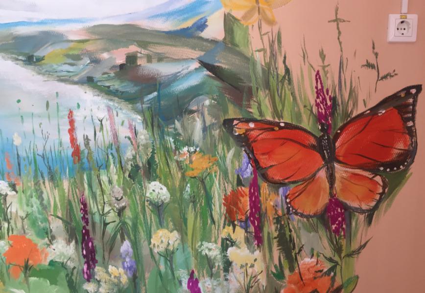 Житель Брянска раскрасил палату в детском онкоцентре