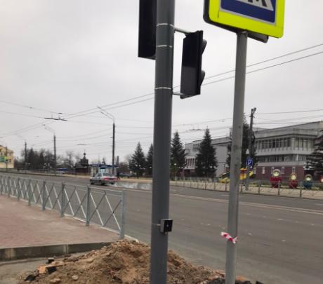 В Брянске на Набережной установили долгожданный светофор