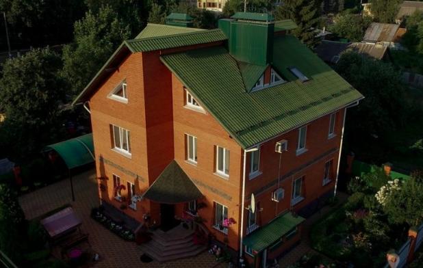 В центре Брянска за 35 миллионов продают особняк с бассейном