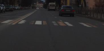 В Брянске на улице Калинина стерлась новая дорожная разметка на зебре