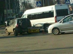 В Брянске возле ТРЦ «БУМ сити» маршрутка №55 попала в ДТП